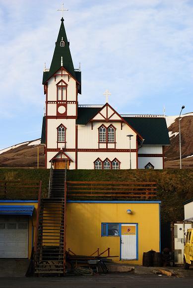 Kirche vom Hafen aus gesehen
