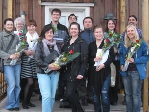 Blumen und ein Diplom gab es