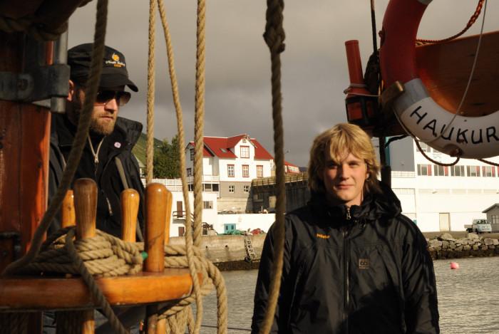 Hilmar und Þröstur auf Haukur, noch im Hafen
