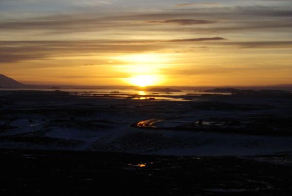Sonnenuntergang am Myvatn um 3 Uhr nachmittags