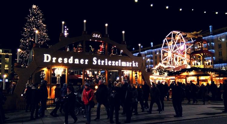 Striezelmarkt in Dresden bei Nacht